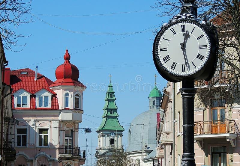 Orologio della via della città in Ternopil Ucraina immagine stock