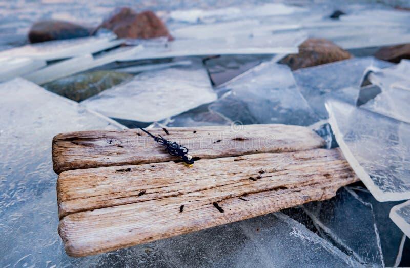 Orologio di conto alla rovescia del mutamento climatico di riscaldamento globale vecchio in ghiaccio congelato immagini stock