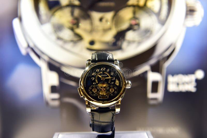Orologio di Montblanc esposto in un negozio di lusso immagine stock libera da diritti