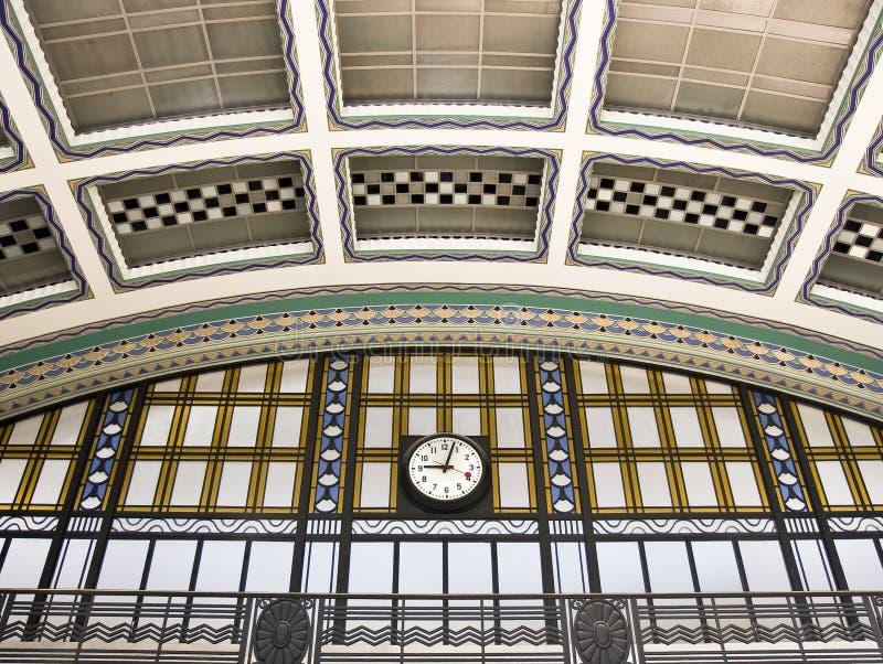 Orologio di parete della stazione ferroviaria fotografie for Orologio da stazione