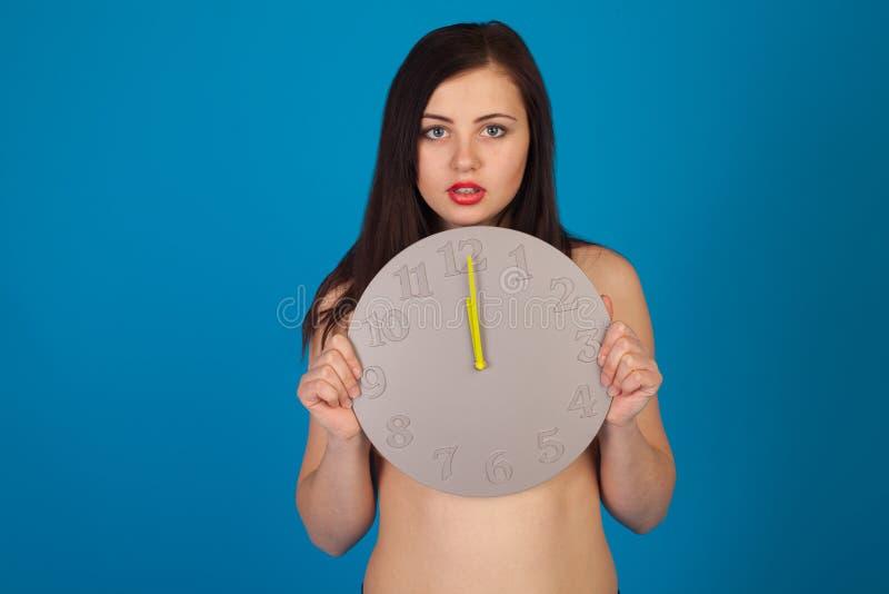 Orologio e donna nuda immagine stock libera da diritti