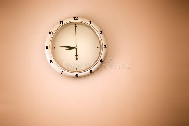 Orologio su una parete fotografia stock