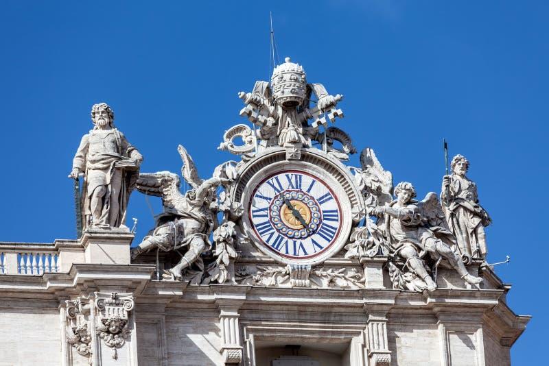 Orologio sulla cima della basilica della st Piter immagini stock libere da diritti