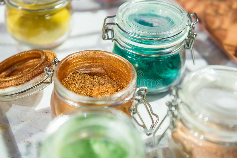 oropel shimmer Para el maquillaje, ropa de la manicura y del adornamiento Fondo brillante hermoso Cosmético, productos de belleza fotos de archivo