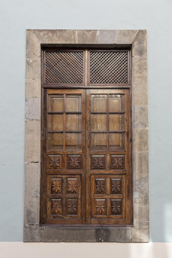Orotava Hiszpania 03-06-2019 Stary drzwi barwioni domy przy La Orotava w Tenerife wyspa kanaryjska Tenerife zdjęcie stock