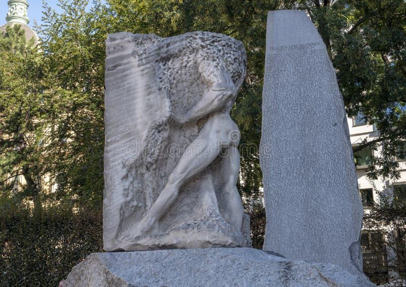 Orpheus Enters den underjordiska världen, monument mot krig och fascism, Wien, Österrike royaltyfria bilder