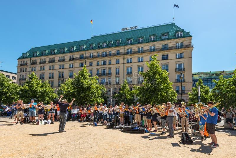 Orquesta de la banda de metales en la calle en Berlín, Alemania fotos de archivo