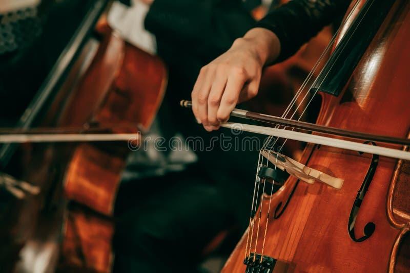 Orquesta sinfónica en el escenario fotos de archivo libres de regalías