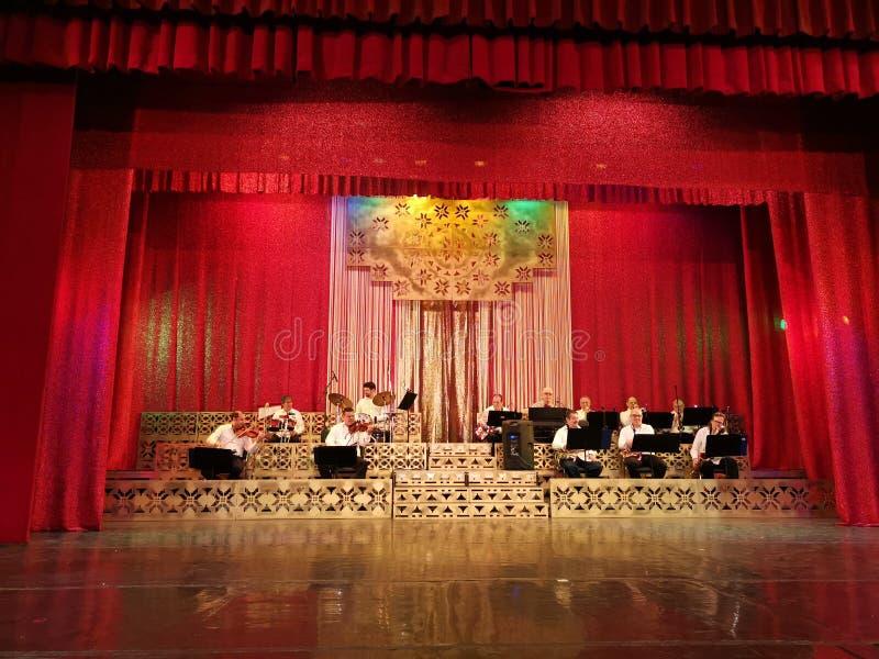 A orquestra na cena do teatro Constantin Tanase fotografia de stock royalty free