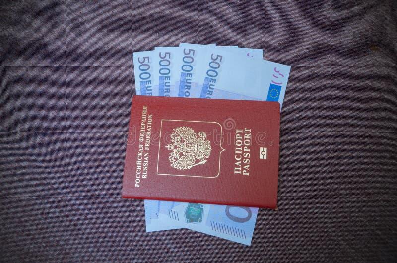 Orruption, billetes de banco euro debajo del pasaporte fotos de archivo libres de regalías