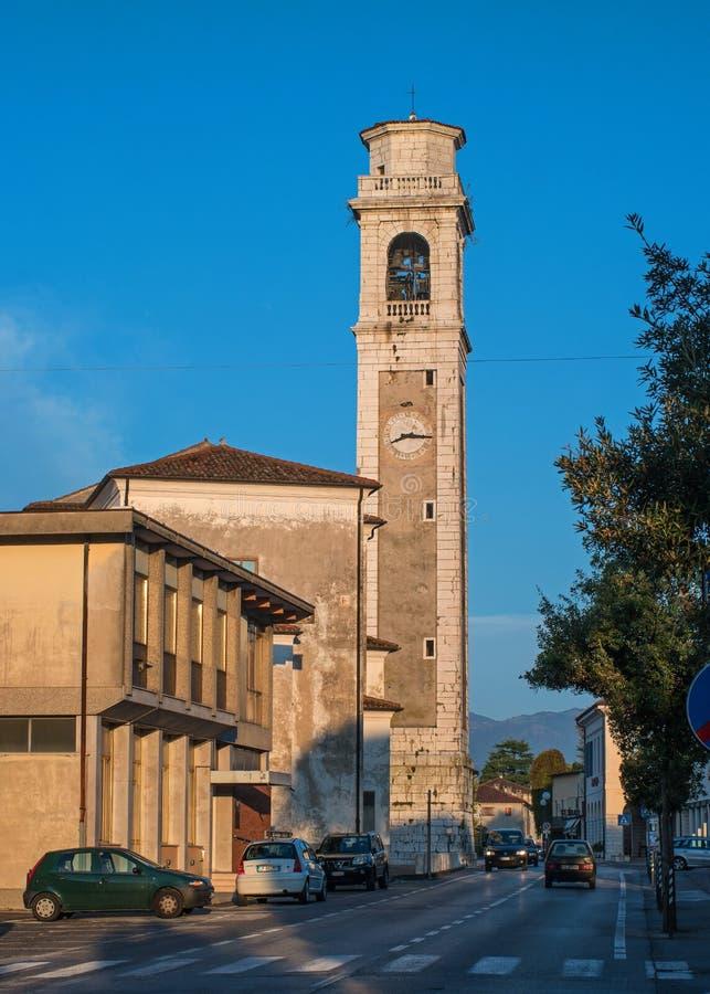 Orsago, Itália - 18 de outubro de 2018: Torre de Bell da igreja Orsago, Itália fotografia de stock royalty free