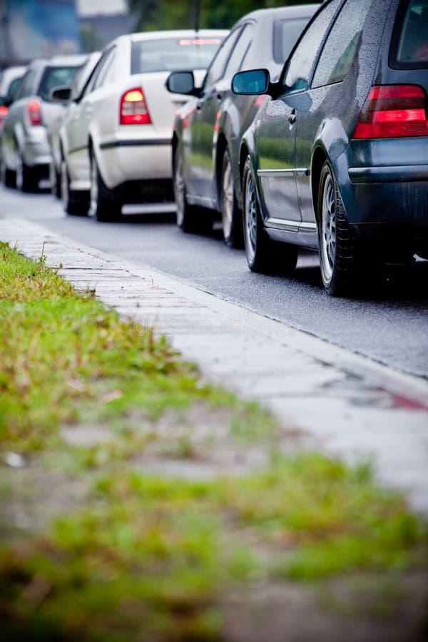 orsak översvämmade trafik för huvudvägdriftstoppregn arkivbild