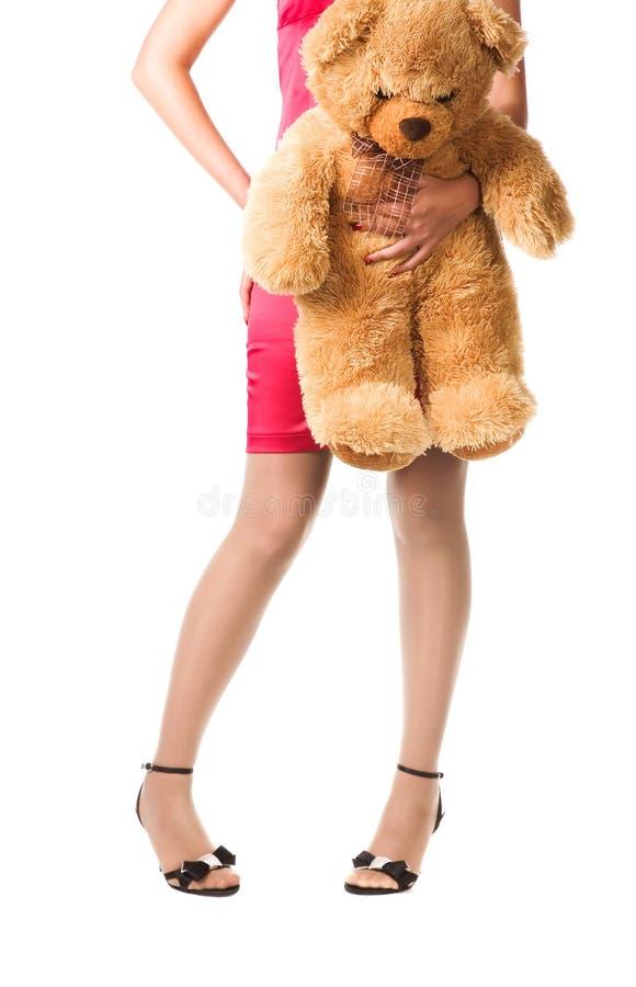 Orso del giocattolo della holding della ragazza dell'adolescente fotografia stock