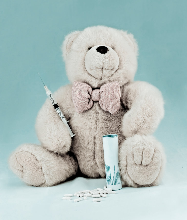 Download Orso Dell'orsacchiotto Con Le Pillole E La Siringa Fotografia Stock - Immagine di medicina, isolato: 3884204