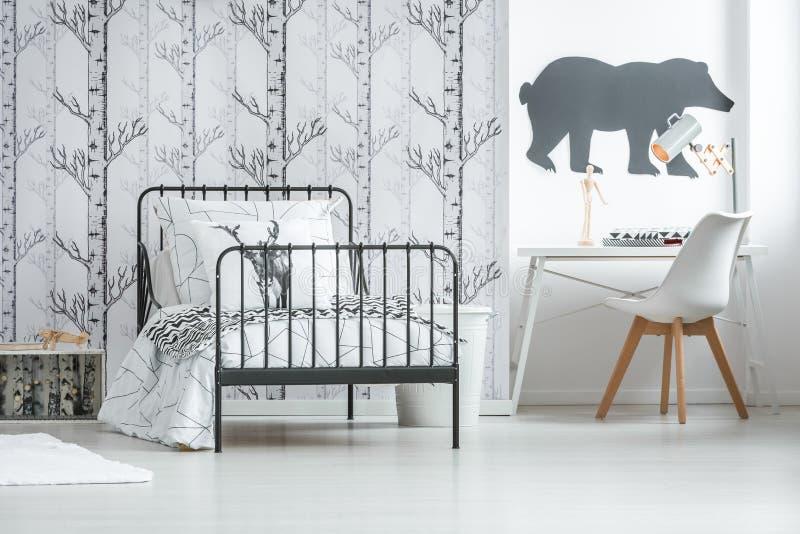 Orso dipinto sulla parete fotografia stock libera da diritti