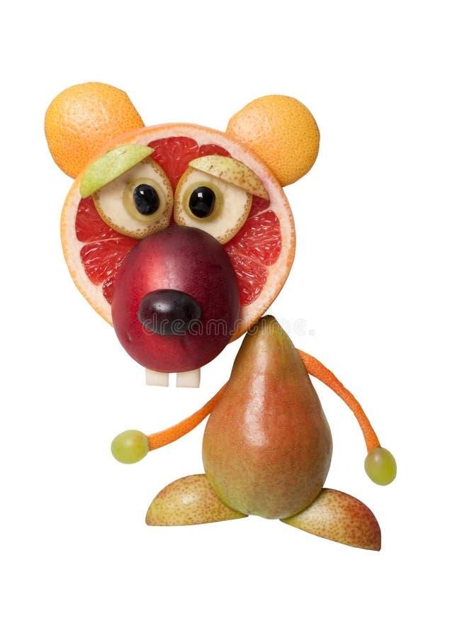 Orso divertente fatto con i frutti succosi freschi fotografia stock