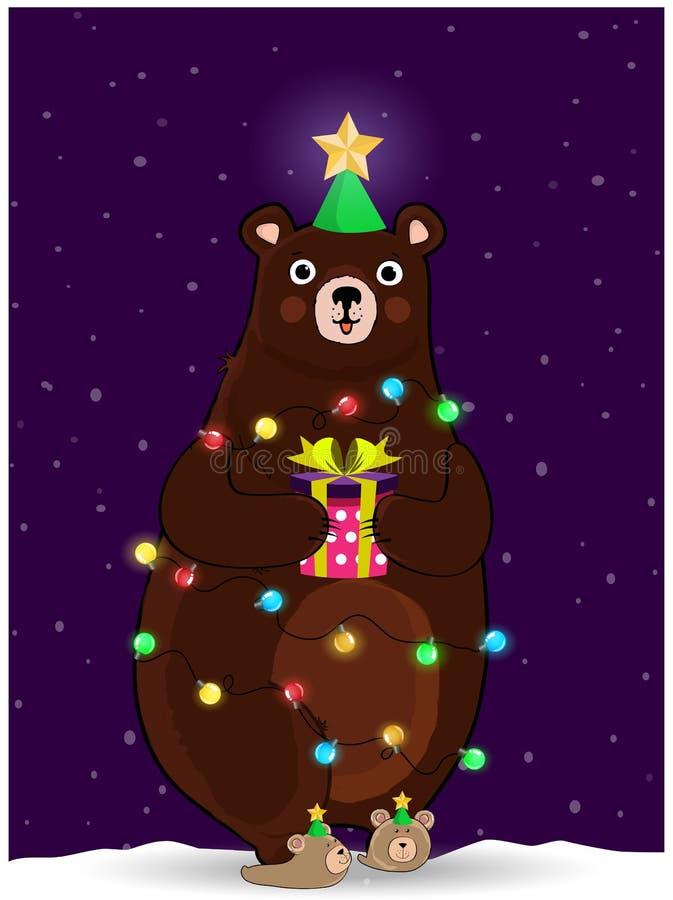 Orso sveglio nel giro del vento del cappello dell'albero di Natale con la ghirlanda sul fondo nevoso di notte illustrazione di stock