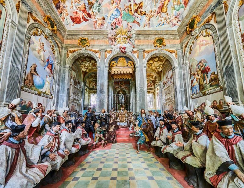 ORTA SAN GIULIO, ITALY/NOVARA - 6 AGOSTO 2017: Un dettaglio di una della 21 cappella sacra del Sacro Monte di Orta Piedmont, da immagini stock libere da diritti