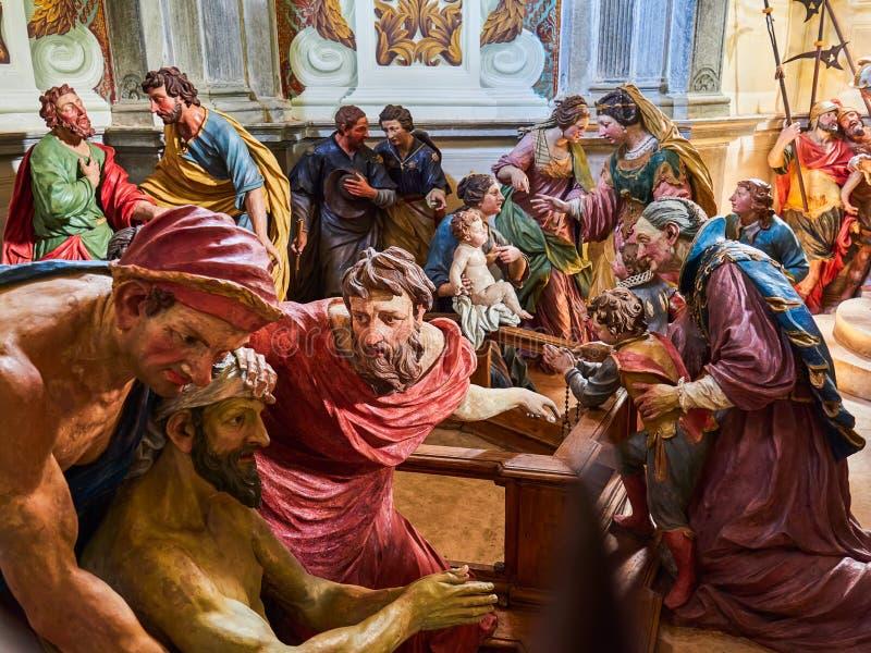 ORTA SAN GIULIO, ITALY/NOVARA - 6 AOÛT 2017 : Détail d'une des 21 chapelles sacrées du Sacro Monte di Orta Piedmont, de photos libres de droits
