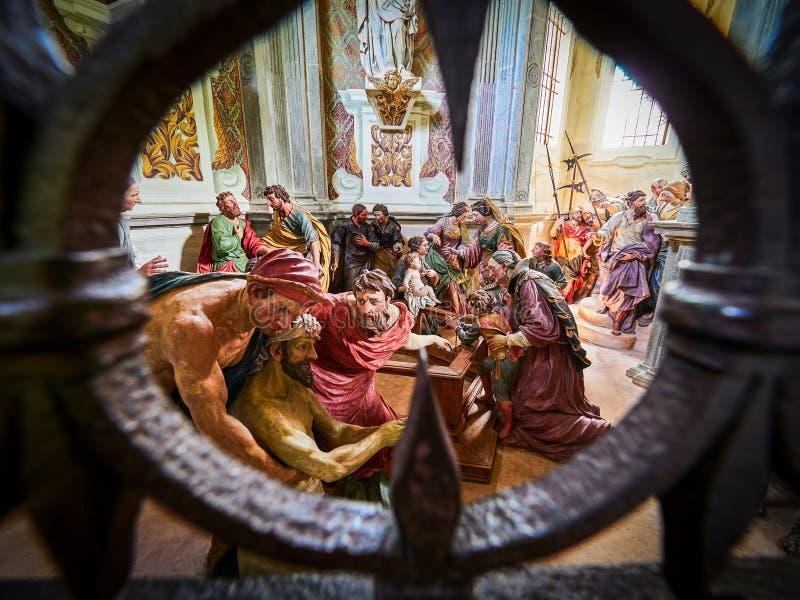 ORTA SAN GIULIO, ITALY/NOVARA - 6 AOÛT 2017 : Détail d'une des 21 chapelles sacrées du Sacro Monte di Orta Piedmont, de photo libre de droits