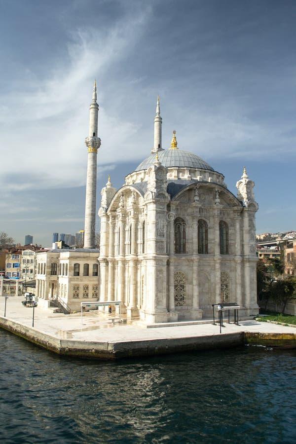 Ortakoy清真寺在伊斯坦布尔 免版税库存图片