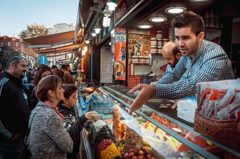 Ortakoy-Markt stockfotos