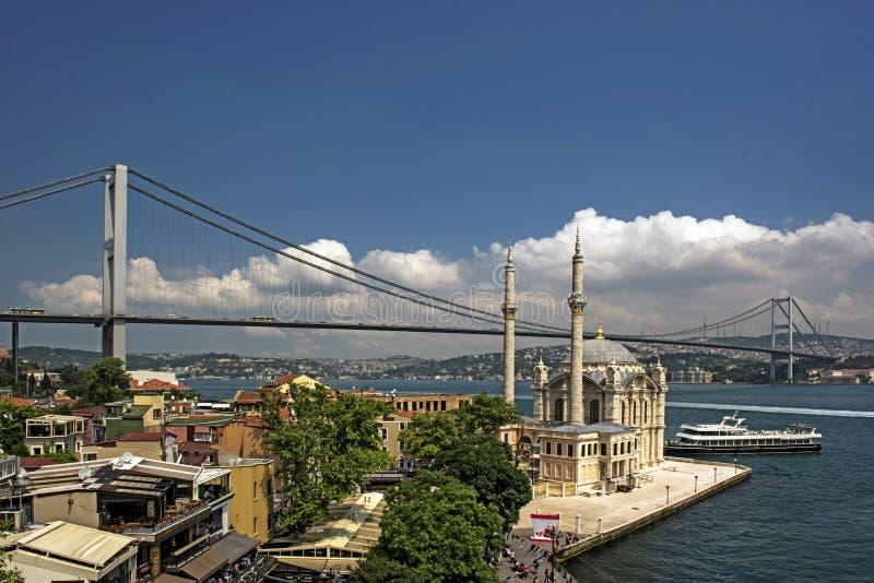 Ortakoy Moschee und Bosphorus Brücke stockfotografie