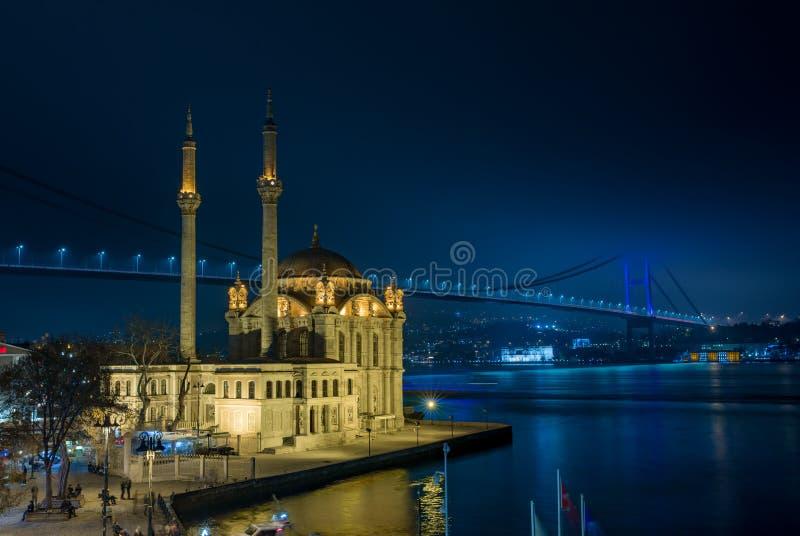 Ortakoymoskee en Bosphorus Bridg stock fotografie