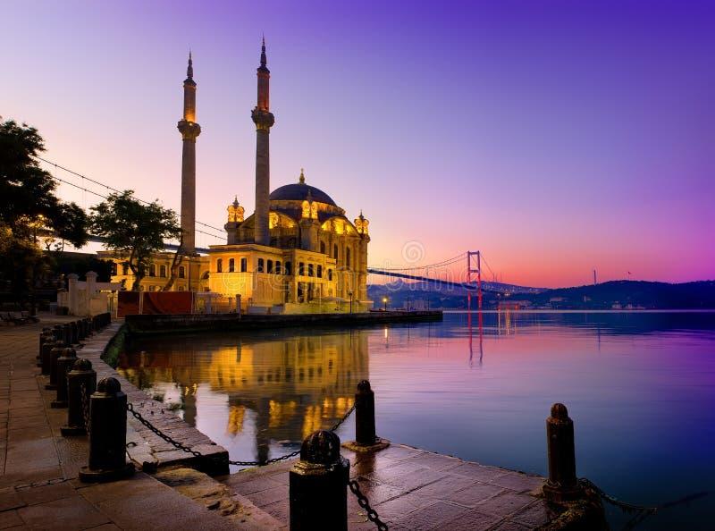 Ortakoymoskee in Istanboel stock foto