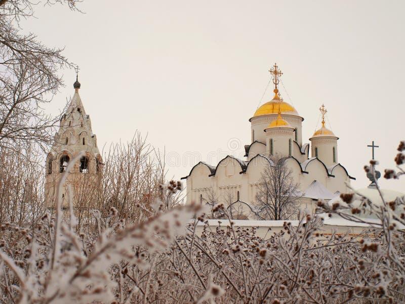 Orthodox Rusland. Oude kathedraal in een Pokrovskiy stock afbeeldingen