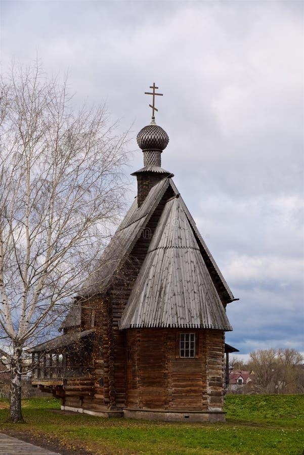 Orthodoxe christelijke oude houten kerk 18de eeuw, Suzdal Rusland stock foto