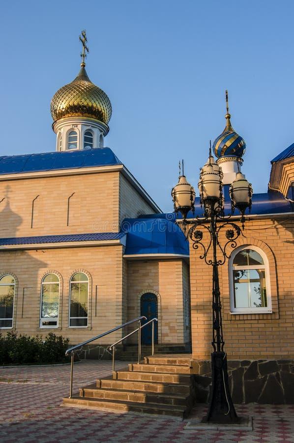 Orthodoxe kerk in de zon stock foto's