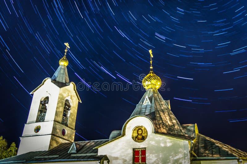 Orthodoxe Kerk en stersporen royalty-vrije stock afbeeldingen