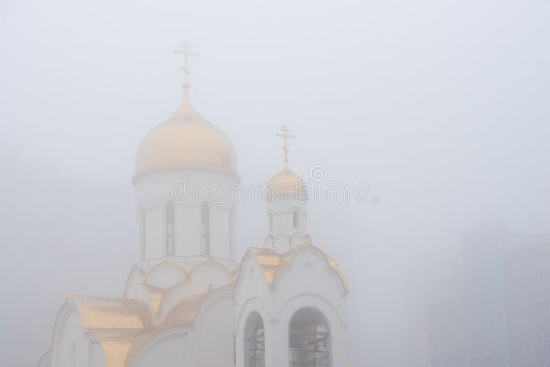 Orthodoxe Kerk met Gouden Koepels stock foto