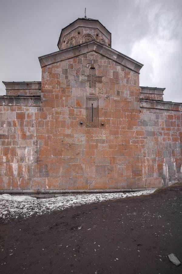 Orthodoxe kerk op berg stock afbeelding