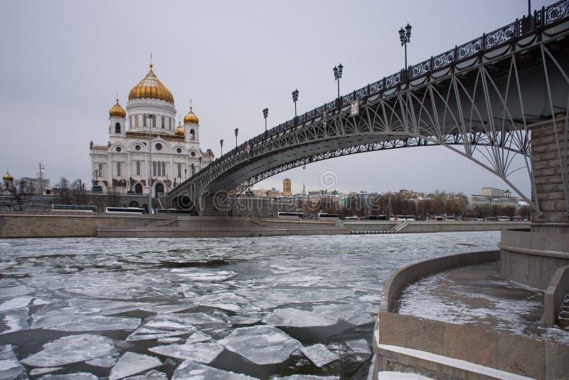 Orthodoxe Kerk van Christus de Verlosser in Moskou bij de winter stock fotografie