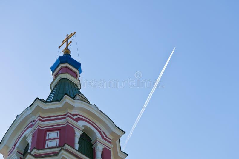 Orthodoxe kerktoren met kruis royalty-vrije stock fotografie
