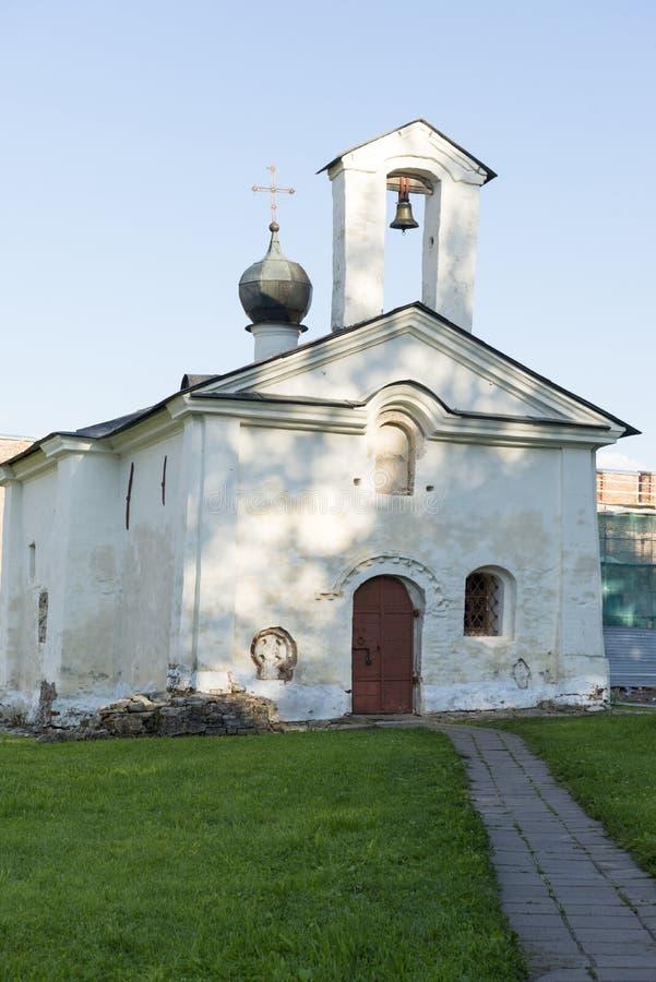 Orthodoxe middeleeuwse Kerk van St Andrew Stratelates in territ royalty-vrije stock foto
