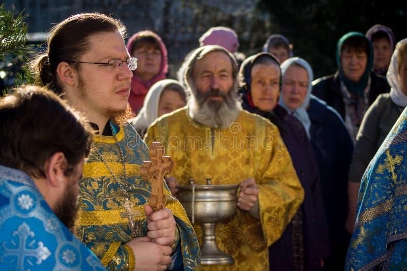 Orthodoxe wake bij de Kerk van de Moeder van Godsvreugde van Alle die verdriet in Iznoskovsky-district van Kaluga-gebied (Rusland royalty-vrije stock fotografie
