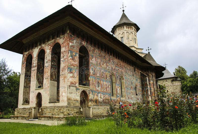 Orthodoxes gemaltes Kirchenkloster Moldovita, Moldavien, Bucovina, stockfoto