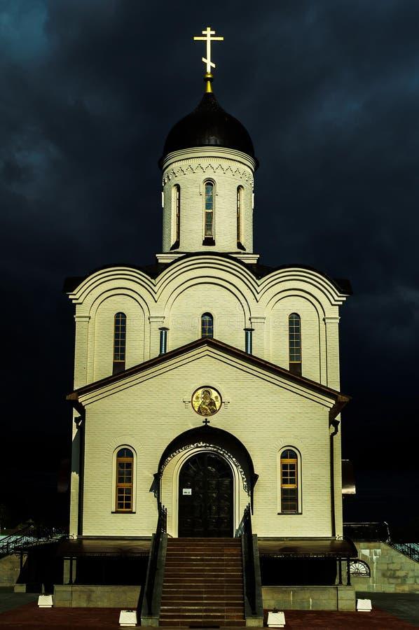 Orthodoxes Kloster zu Ehren der Mutter des Gottes Vladimir in der Kaluga-Region in Russland stockfotografie
