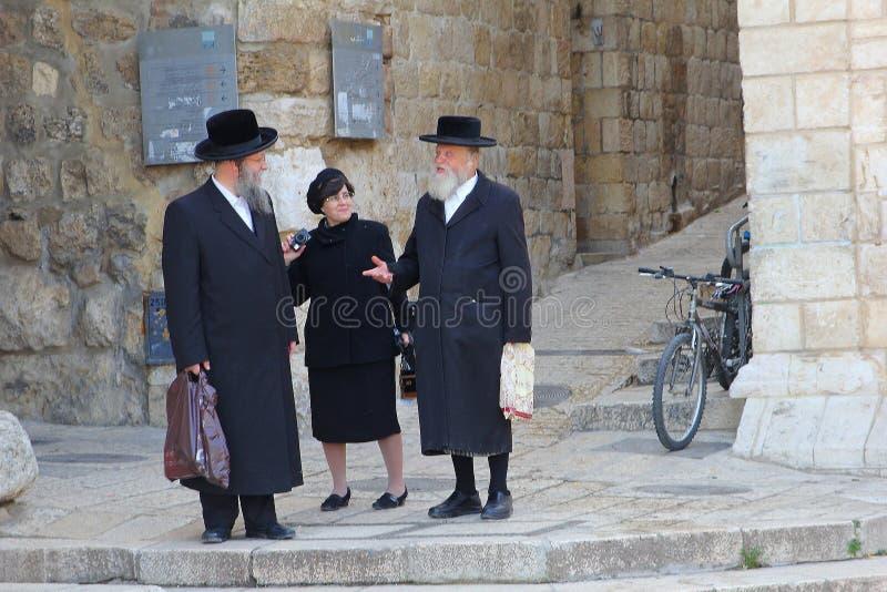 Orthoxos żyd mężczyzn kobiety plenerowa ulica, Żydowska ćwiartka, Jerozolima fotografia stock