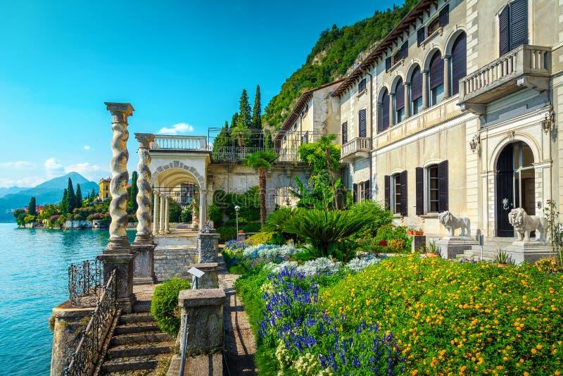 Orti ornamentali ammirabili e villa Monastero con lago Como, Varenna immagine stock libera da diritti