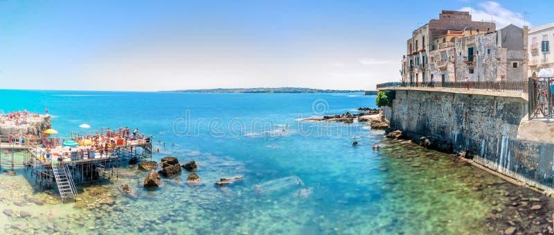Ortigia en Middellandse Zee in Syracuse, Sicilië, Italië stock foto's