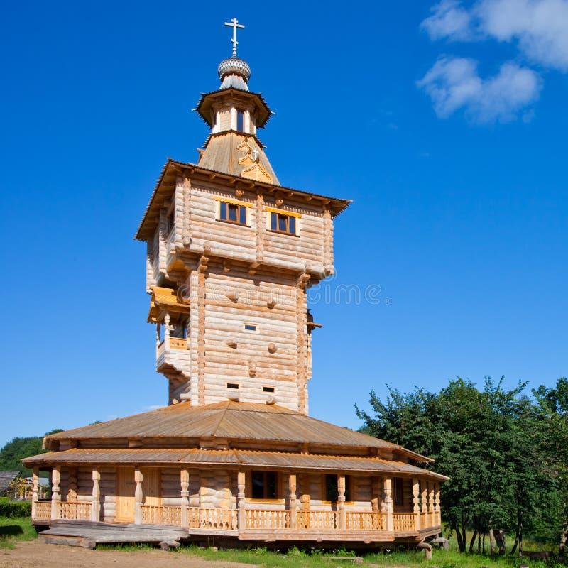 Ortodoksalny źródło wody Gremyachy i drewniany kościół zdjęcie royalty free