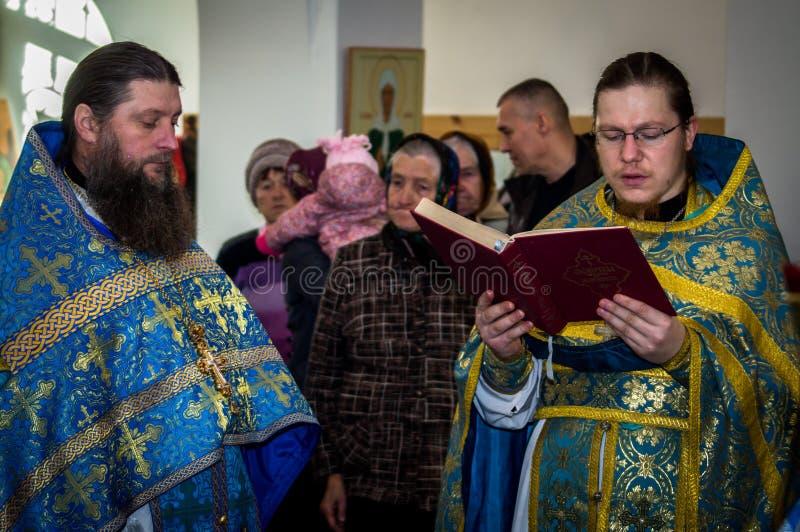 Ortodoksalny czuwanie przy kościół matka bóg radość Wszystko który stroskanie w Iznoskovsky okręgu Kaluga region Novemb (Rosja) zdjęcia stock