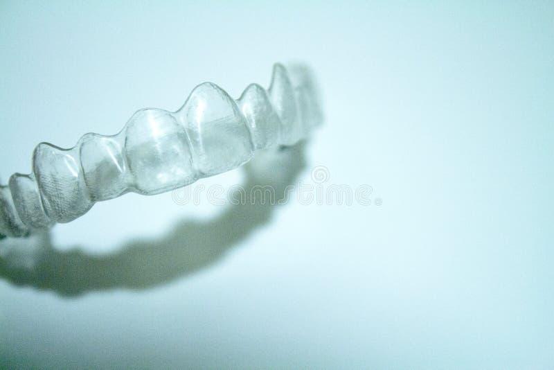 Ortodontia dental transparente para corrigir o alinhamento dental fotografia de stock
