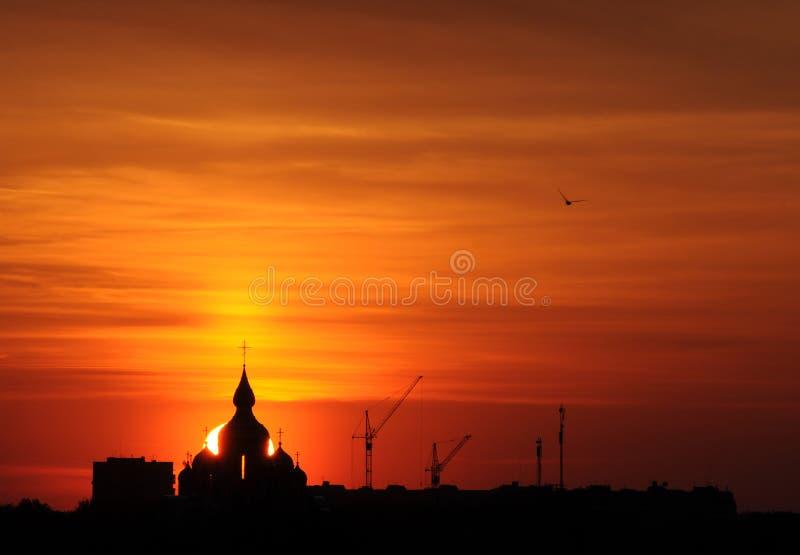 ortodox教会剪影日出的 库存照片