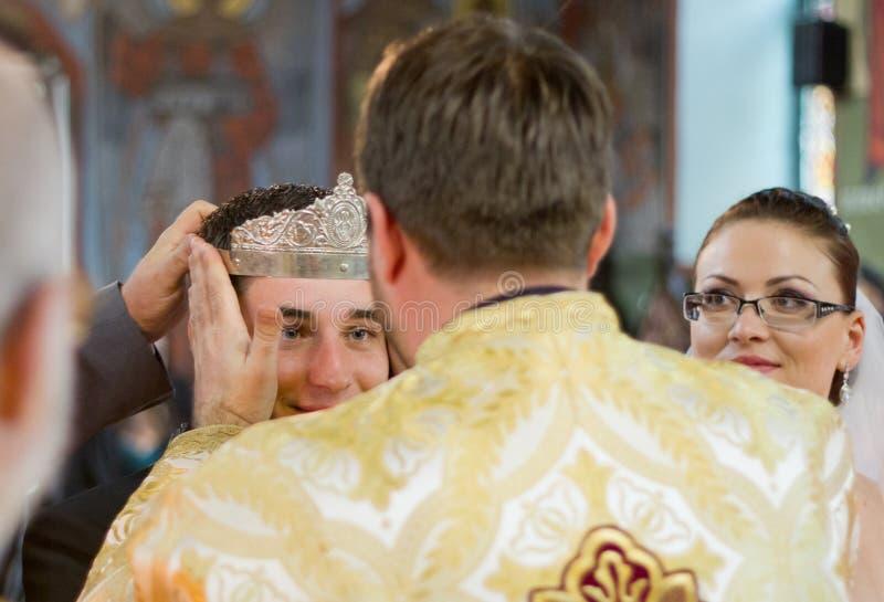 Ortodox bröllopceremoni royaltyfria foton