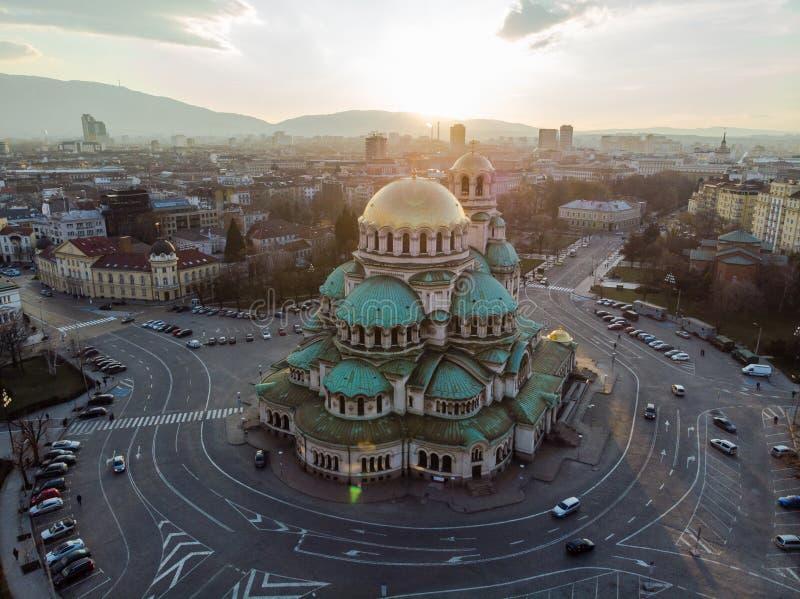 Ortodox domkyrka Alexander Nevsky, i Sofia, Bulgarien Flygfotografering i solnedgången arkivfoto